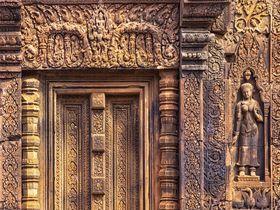 カンボジア美術の至宝!アンコール「バンテアイ・スレイ遺跡」珠玉のレリーフアート