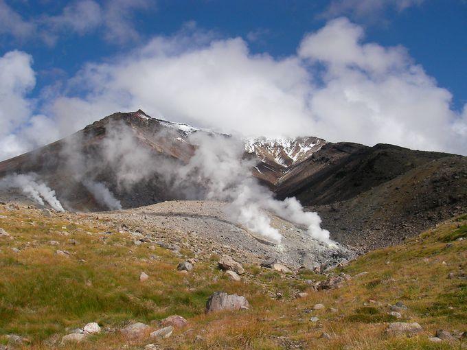 旭岳山頂付近には雪