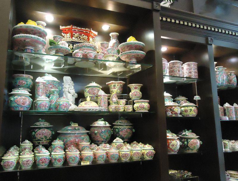 シンガポールでお得に買いたい!カラフルなプラナカン食器