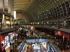 シンガポールのベネチア風空間「ザ・ショップス」でショッピング