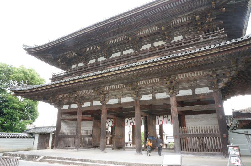 御室御所と呼ばれる京都「仁和寺」。平安時代から受け継がれる門跡寺院の誇りと風格を感じよう。