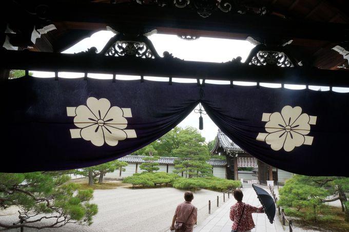 仁和寺は「御室桜」がなくても「桜」づくし