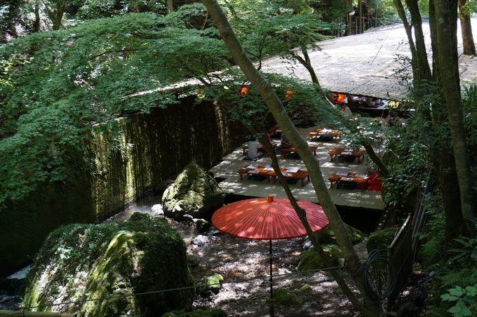 お参りの後は京の奥座敷「貴船の川床」で舌鼓。