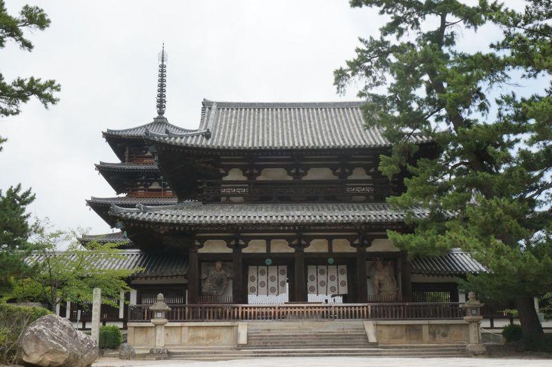 日本初の世界遺産。奈良・法隆寺は世界最古の木造建築でパワーも最高。