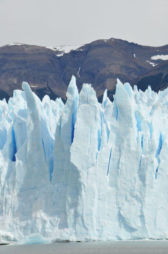 ペリト・モレノ氷河の末端は青い尖塔!