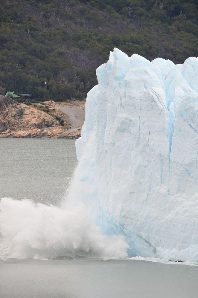 氷河崩落の瞬間