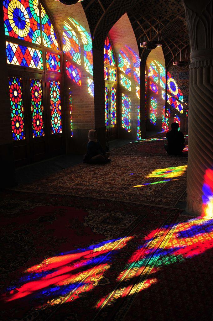 ナシル・アル・モルク・モスクのステンドグラス