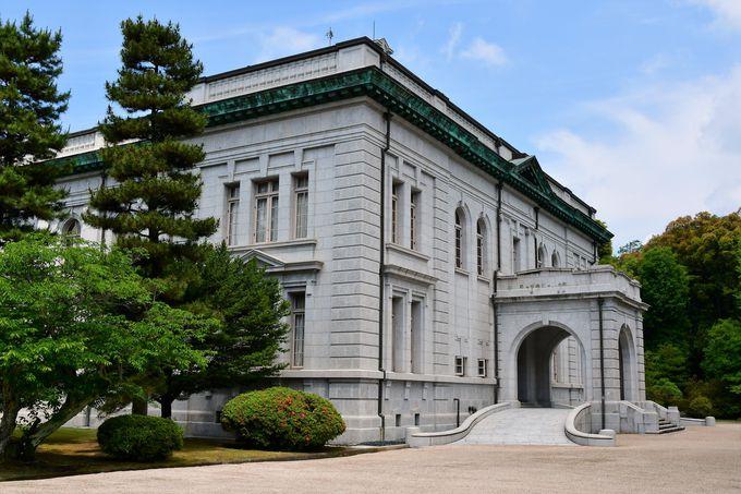 100年前に建設された大講堂