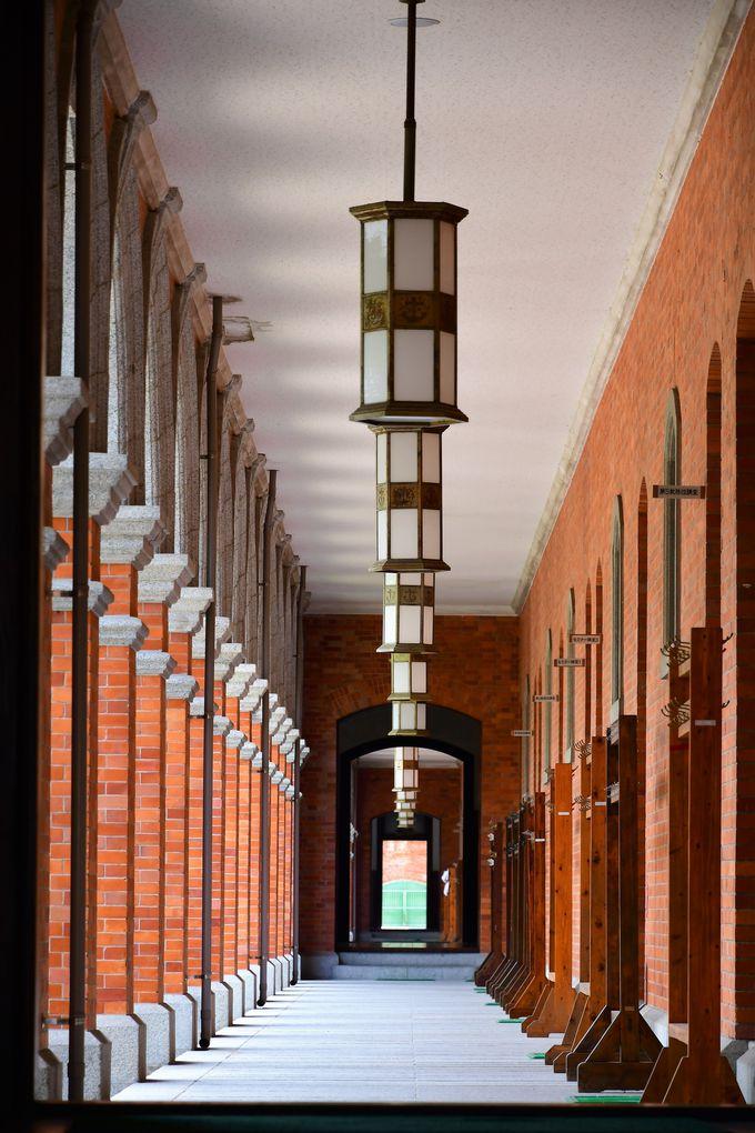 赤レンガの美しい旧海軍兵学校生徒館