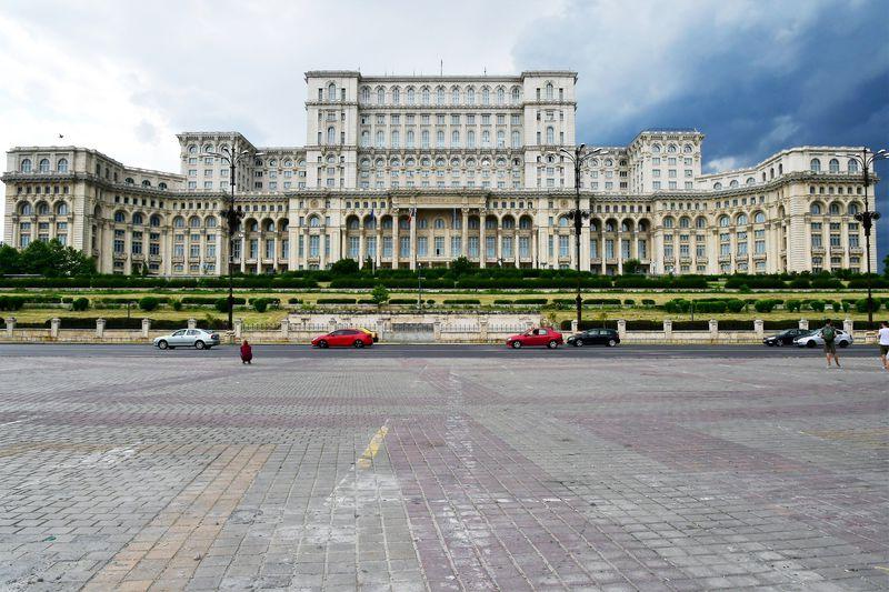 世界で2番目に広い建築物、ルーマニアの「国民の館」徹底探訪