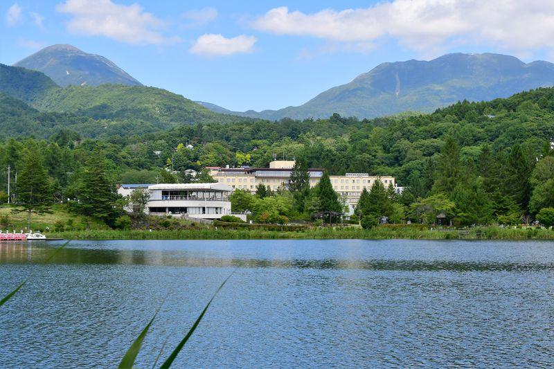 湖畔に佇む「リゾートホテル蓼科」で優雅な高原ライフを満喫!