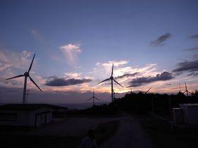 風車の並ぶ高原で映画のワンシーンのようなドライブを楽しもう 〜青山高原(三重県伊賀市)