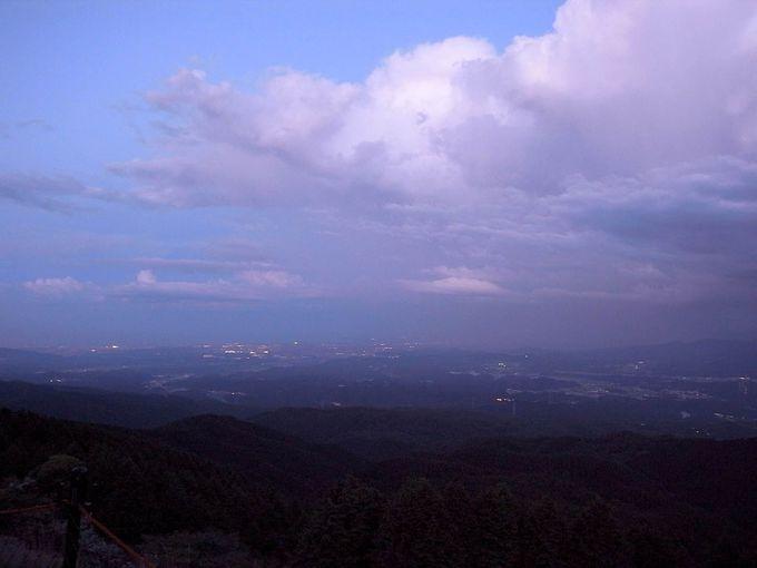 高原の向こうの夜景