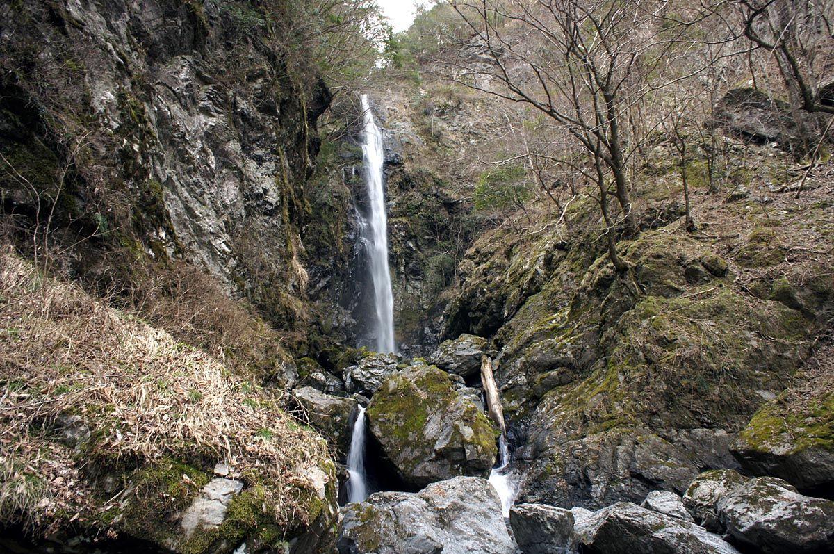宮の谷渓谷の終着点にある「高滝」