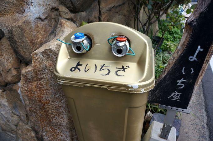 ゴミ箱から飛び出した空き缶アート