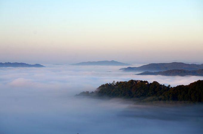 雲の海に浮かぶ幻想的な天空の城