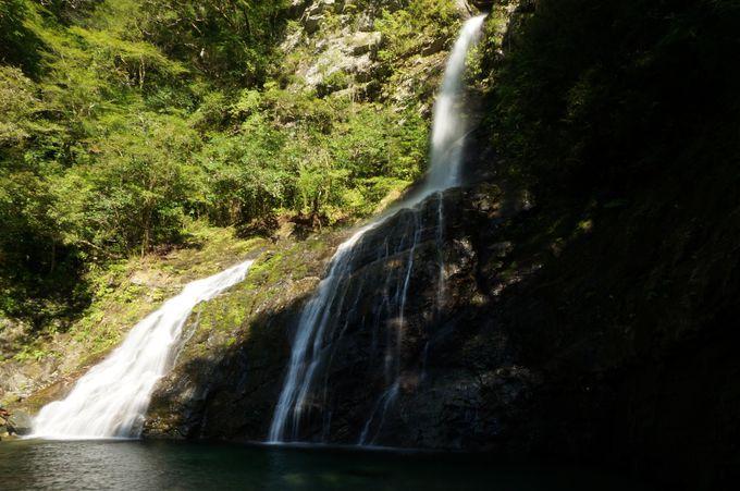 安居渓谷を代表するスポット「飛龍の滝」