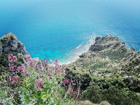 青の洞窟&アマルフィ海岸も!南イタリアの絶景を巡る1日観光