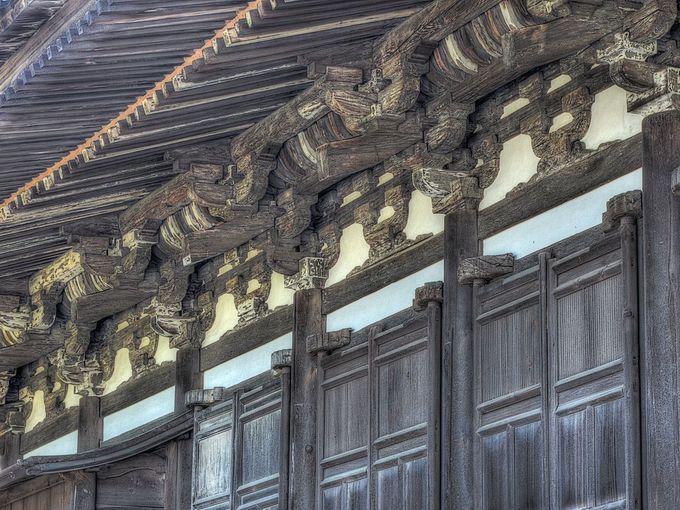 三様式の調和が本堂の見所