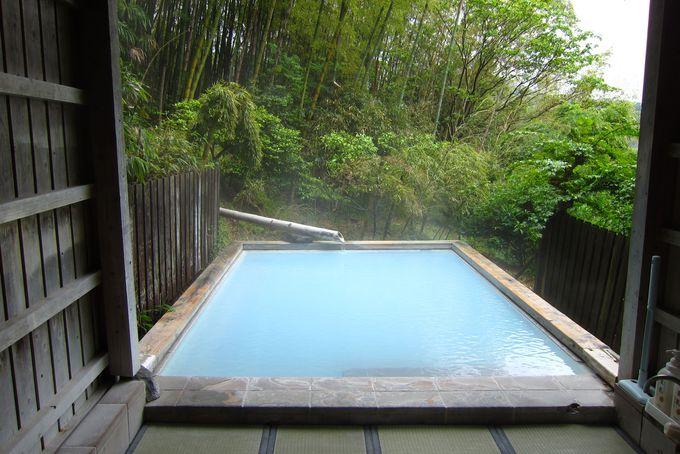 乳青色の温泉が美しい 竹林の湯
