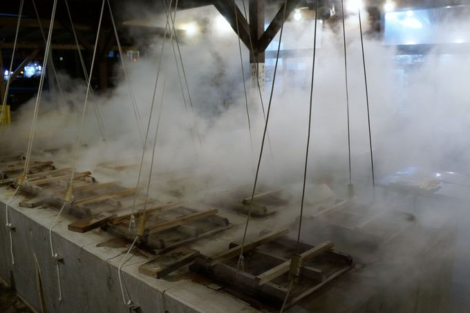 蒸し釜で一気に蒸し上げてアツアツ