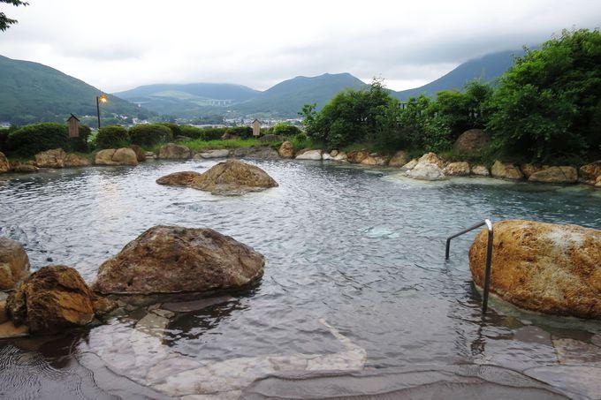 由布岳を望む絶景の大露天風呂