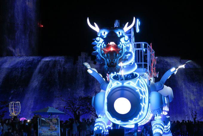 世界最大・世界初!光のドラゴンロボット