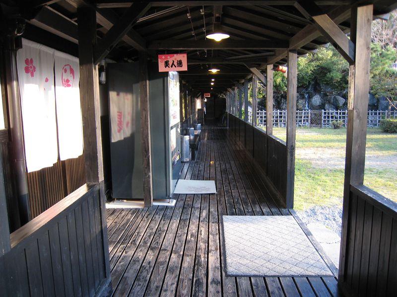 霧島神宮温泉に建つ温泉宿「さくらさくら温泉」