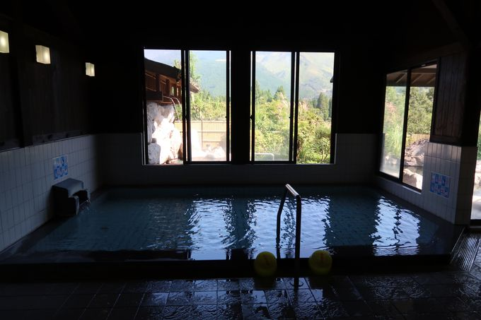 雄大な由布岳を眺めながら温泉を満喫!