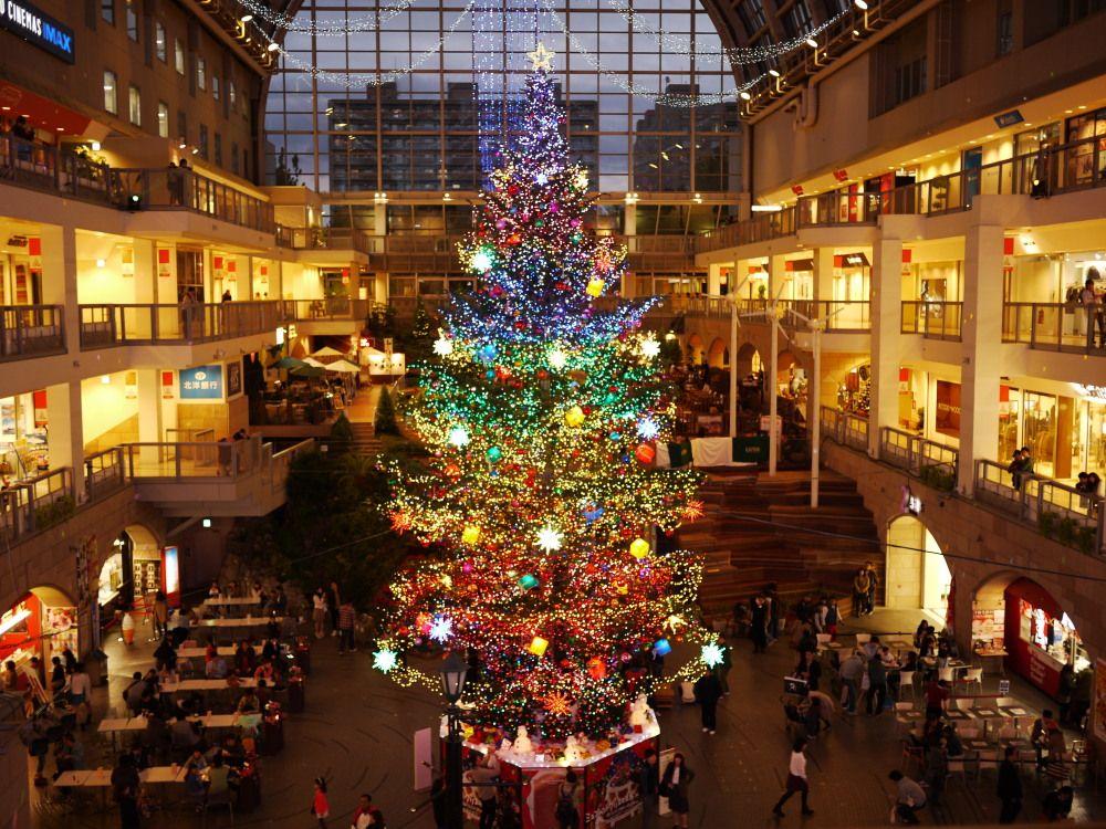寒い日も安心のジャンボクリスマスツリー