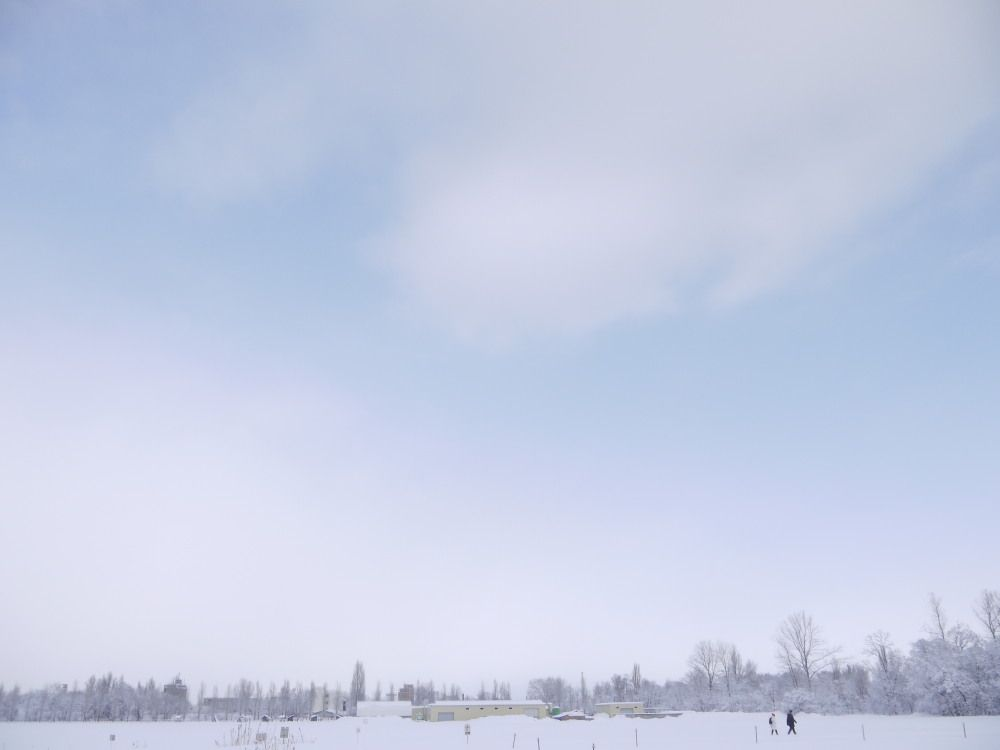 幻想的な雪雲と銀世界