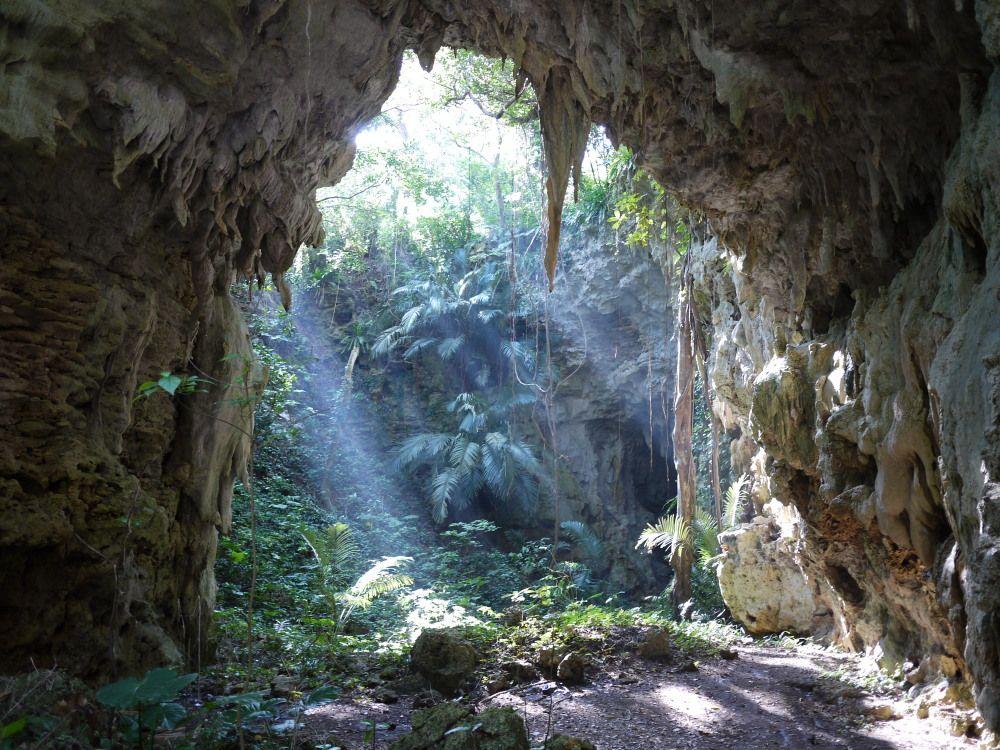 鍾乳洞「ヤジャーガマ」を抜けた先は神秘的な世界が待っている!