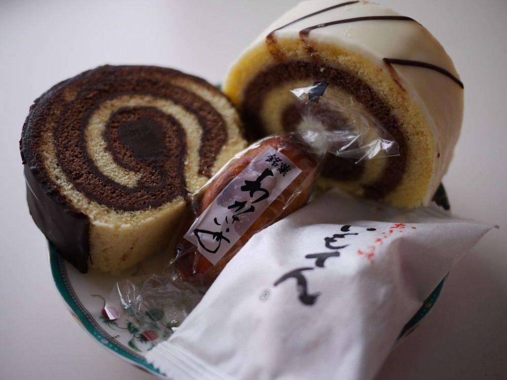 西改札口側にはあの北海道銘菓「わかさいも本舗」の直営店