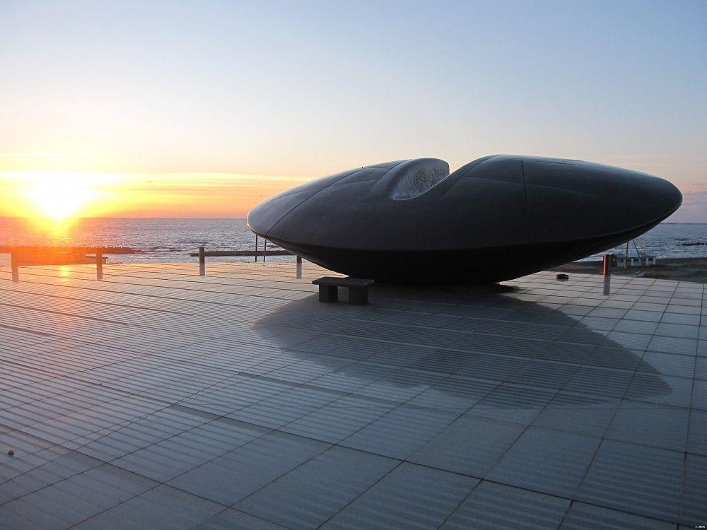 北海道南西沖地震を未来に伝える「時空翔」と「奥尻島津波館」