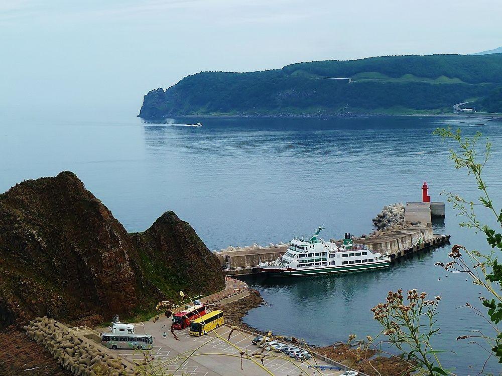 ウトロ港から「知床観光船おーろら」に乗船