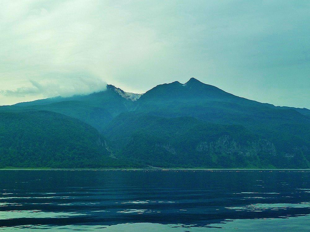 海から見る美しい知床連山