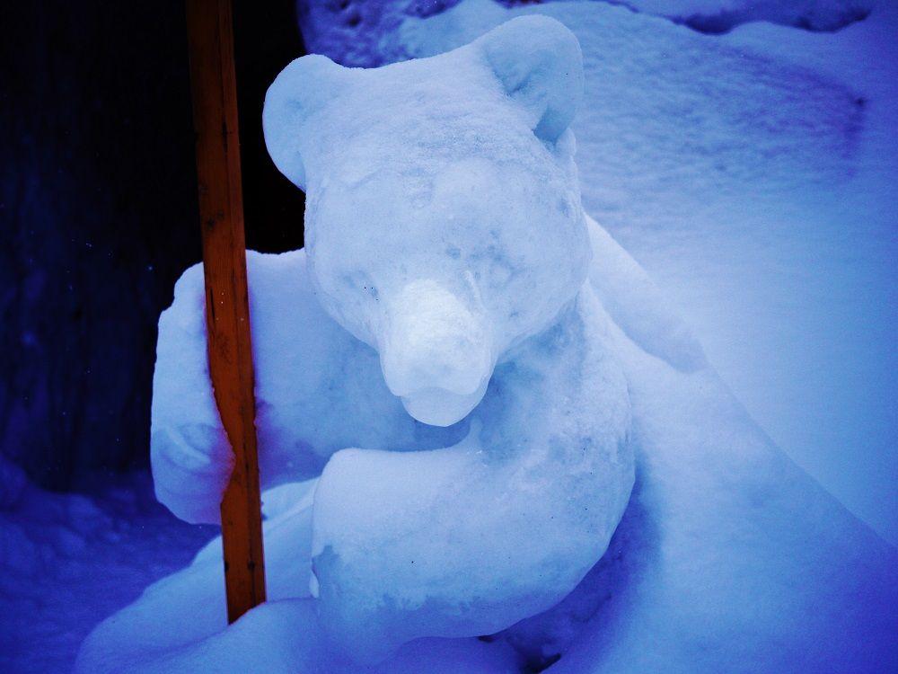 雪のくまさんもお出迎え♪