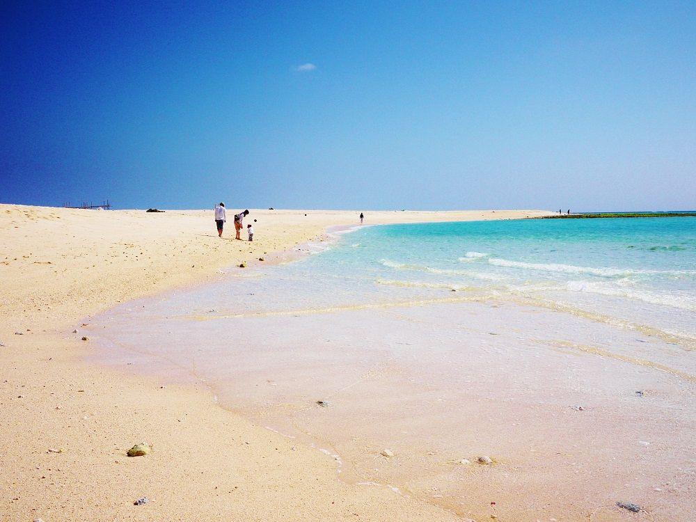 青い海と白い砂だけの世界!沖縄県久米島「はての浜」