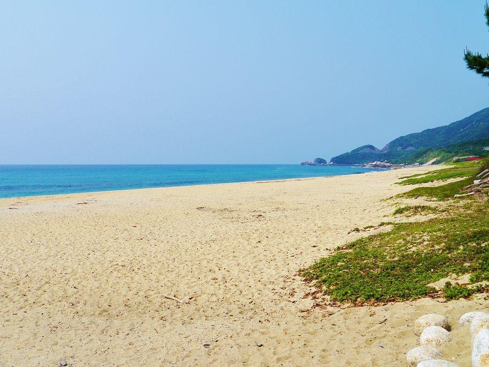 コバルトブルーの海が美しい日本一のウミガメ産卵地「永田いなか浜」