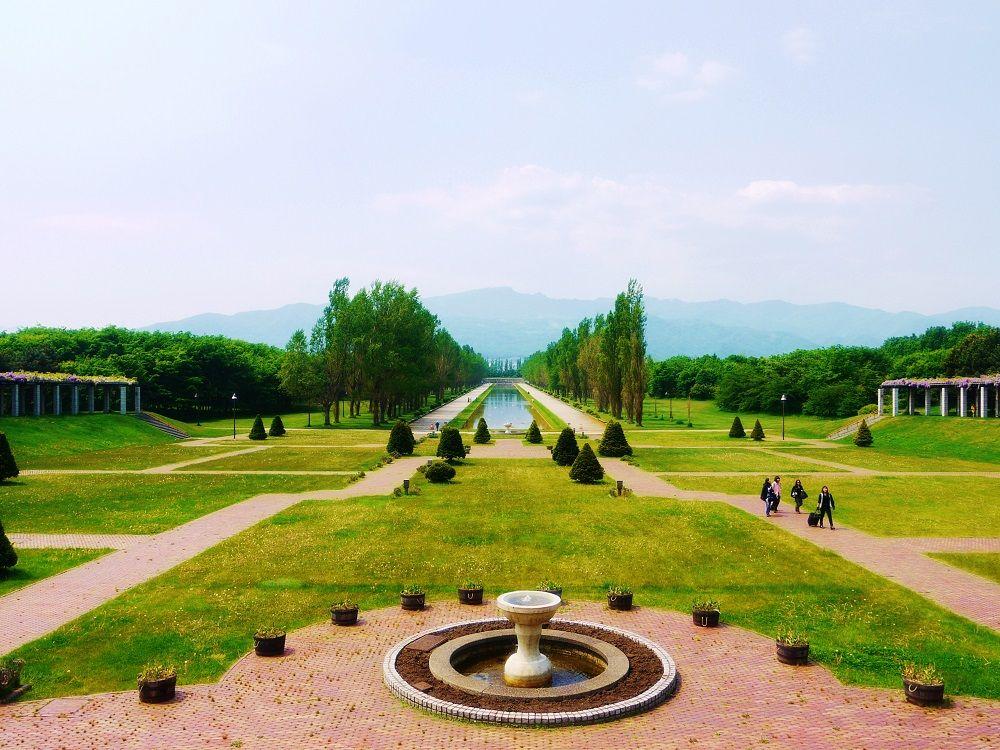 「前田森林公園」展望ラウンジから望む美しいカナール