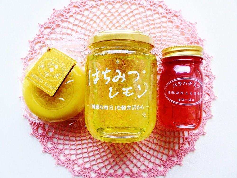 美味しいハチミツ加工品もたくさん並ぶ「ハニーショップ軽井沢」