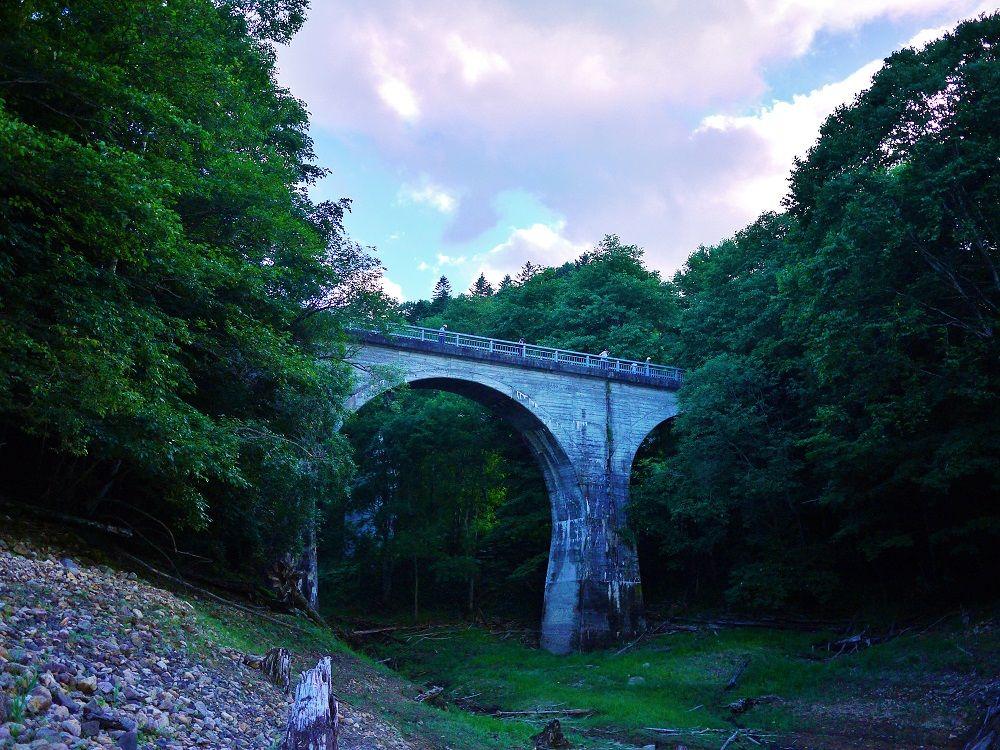 「旧国鉄士幌線アーチ橋梁群」の1つ「三の沢橋梁」を歩く