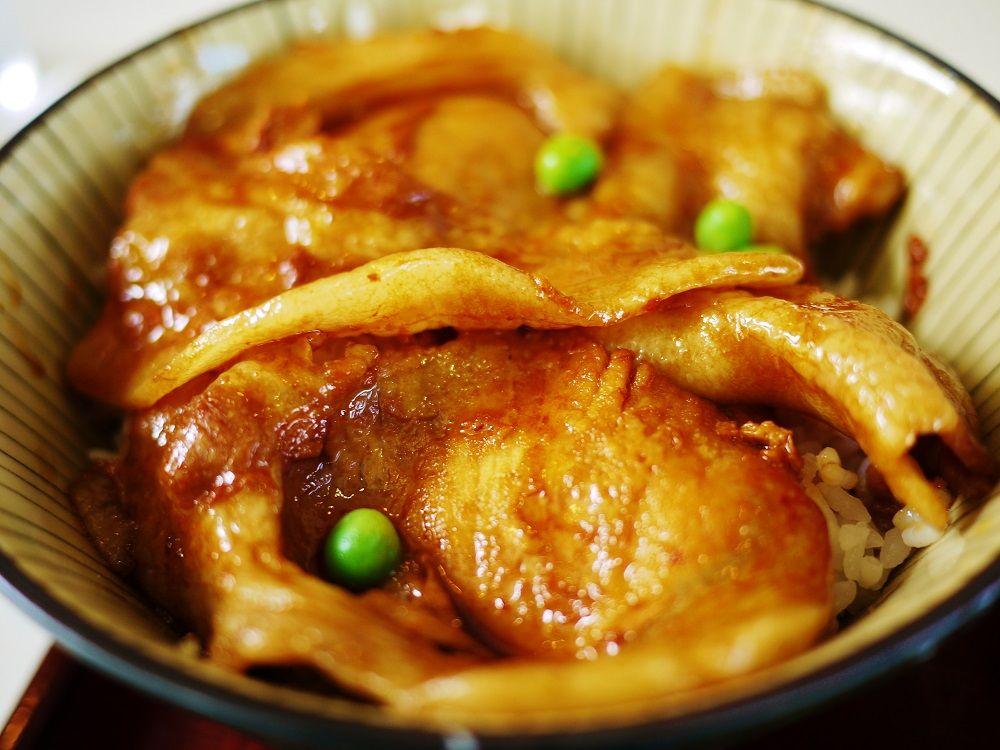 「日勝峠」には十勝名物「豚丼」もあります