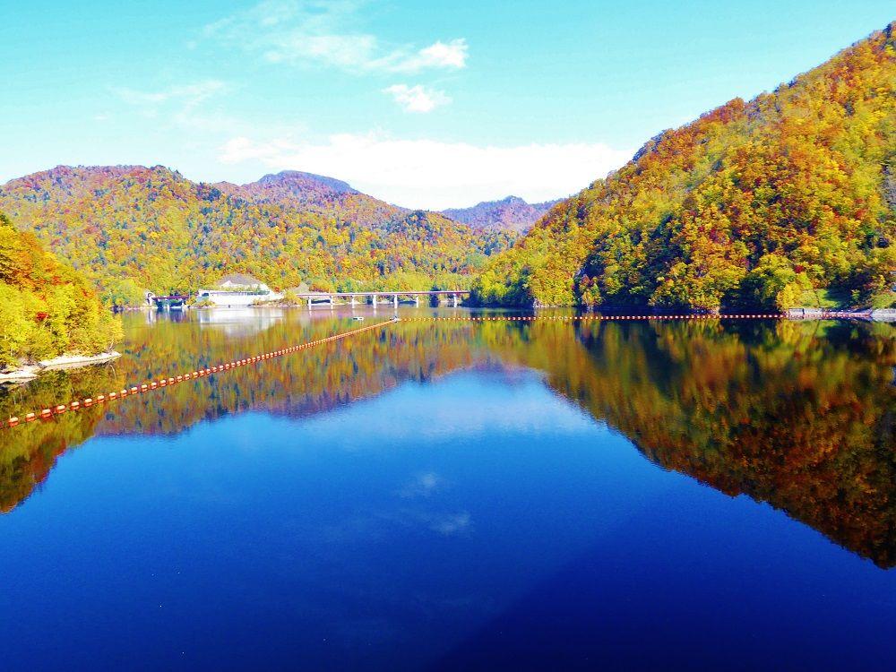 紅葉と「定山渓ダム」がつくり出した「さっぽろ湖」の絶景!