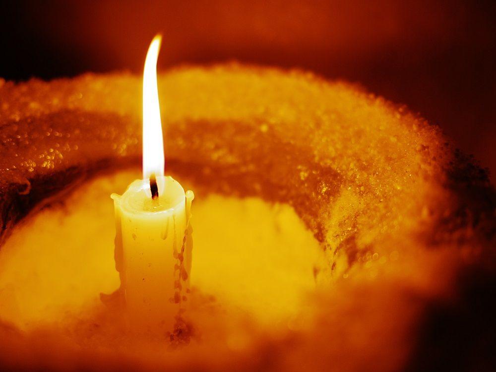 人の手によって灯されるあたたかい「定山渓温泉雪灯路」の煌めき