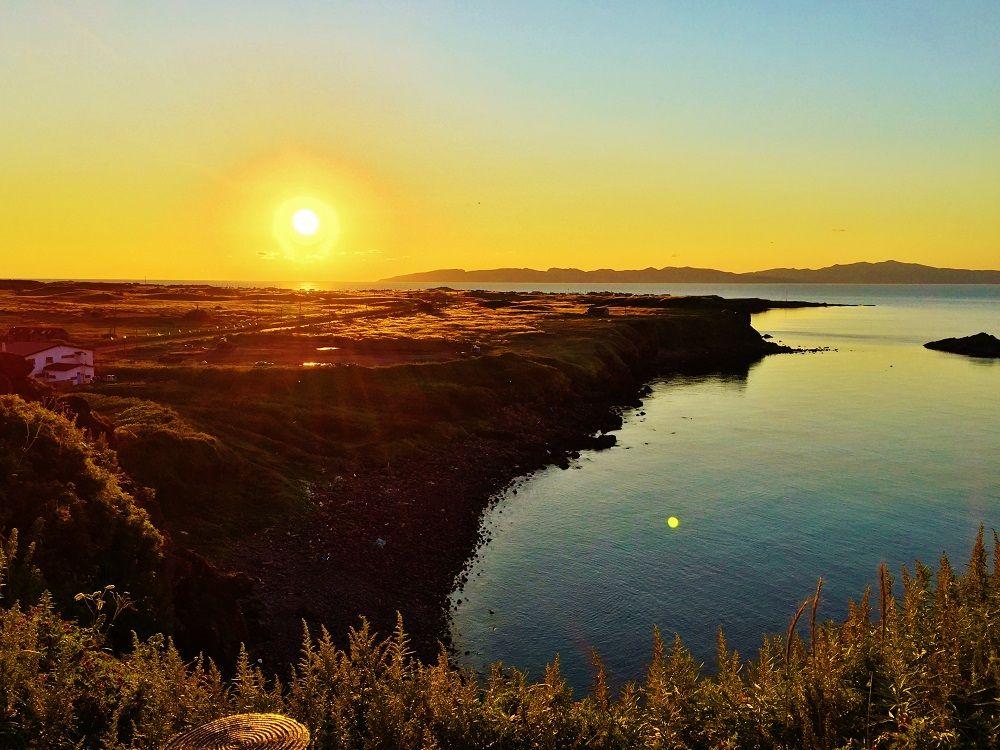 「夕日ヶ丘展望台」から眺める礼文島へ沈む夕日