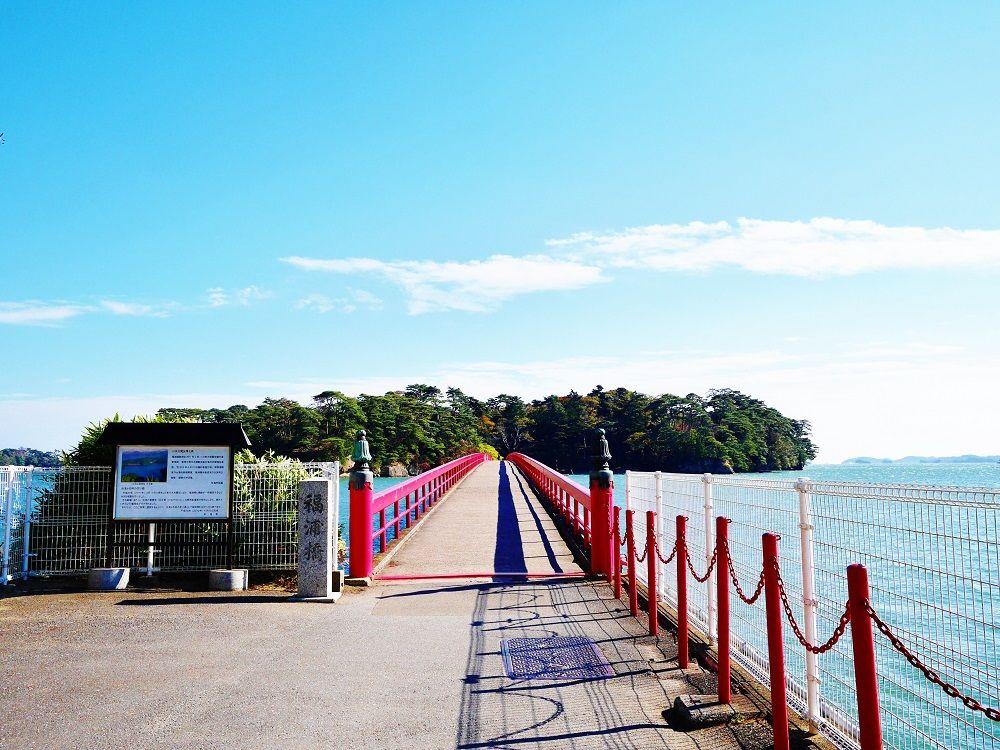 朱塗りの橋を渡って福浦島を探検!