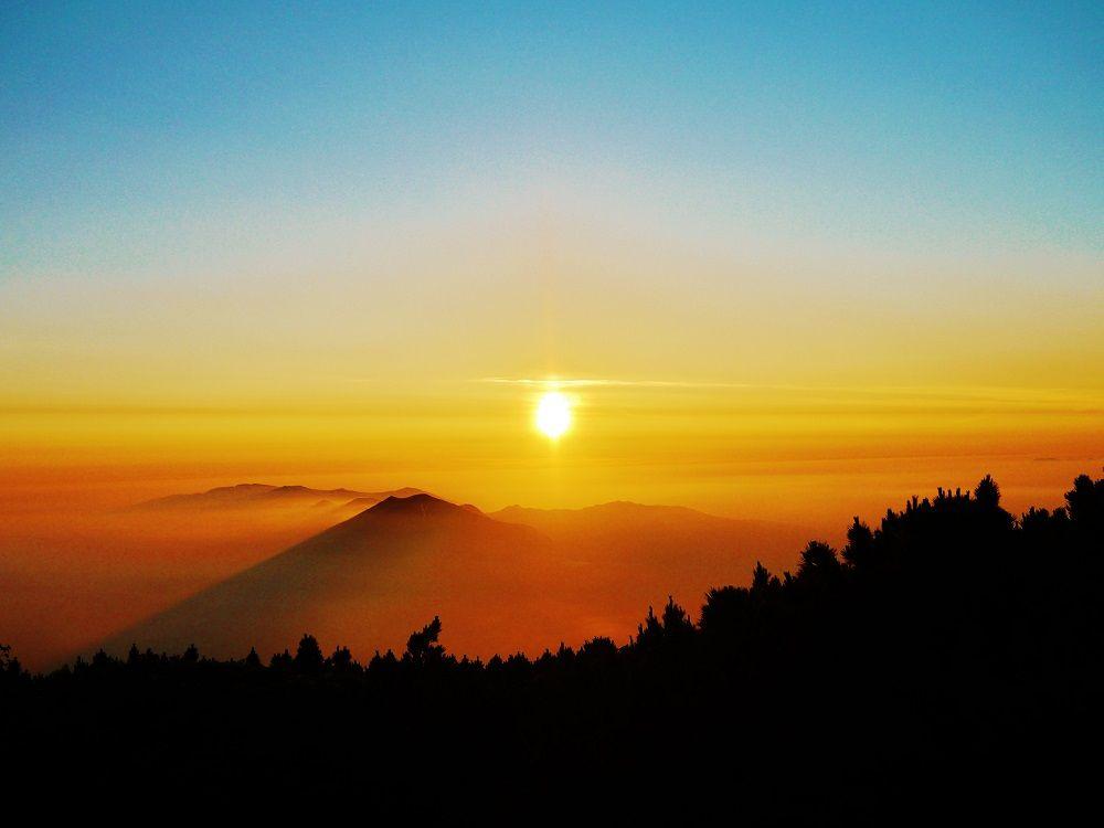 朝日も夕日も雲海もひとりじめ!絶景の北海道「羊蹄山」登山