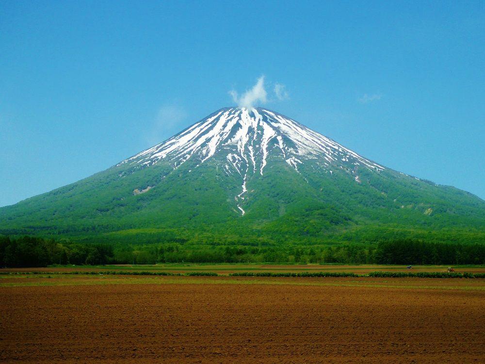 蝦夷富士の別名を持つ美しき羊蹄山と登山コースについて