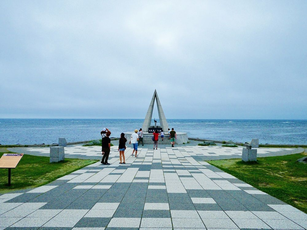 日本最北端の地「宗谷岬」とイルカが待つ「ノシャップ岬」